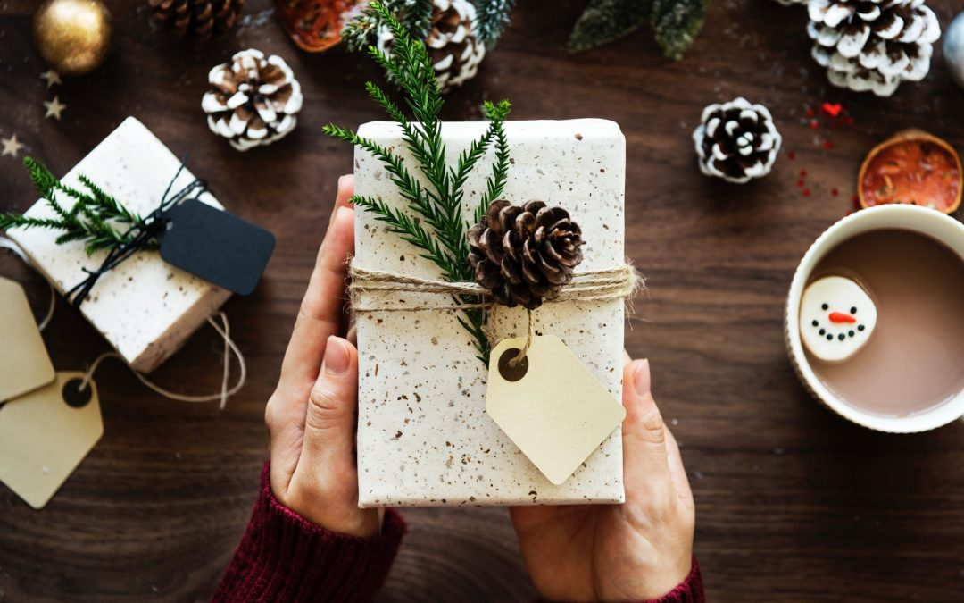 How to Celebrate Christmas Without Breaking the Bank